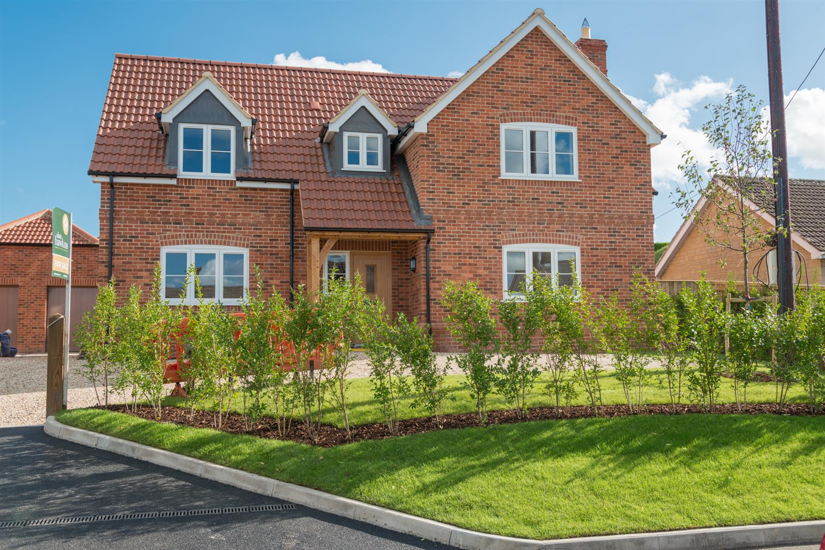 4 Bedrooms Detached House for sale in Bradenstoke, Chippenham SN15